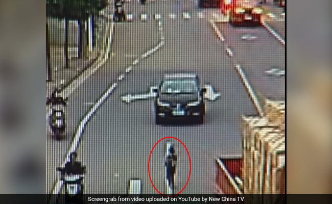 Child Tumbles Out Of Rickshaw, Run Over By Truck. Miracle Escape On CCTV