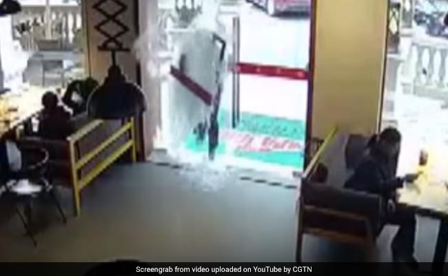 Video Chinese Deliveryman Walks Into A Restaurant Glass Door