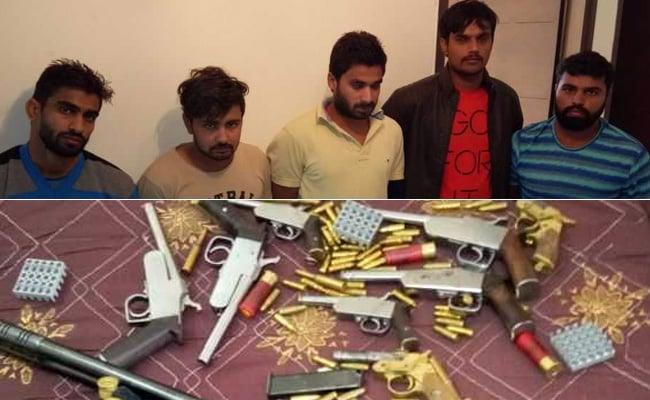 दिल्ली: बदमाशों और पुलिस के बीच ताबड़तोड़ फायरिंग, मुठभेड़ में 5 गिरफ्तार