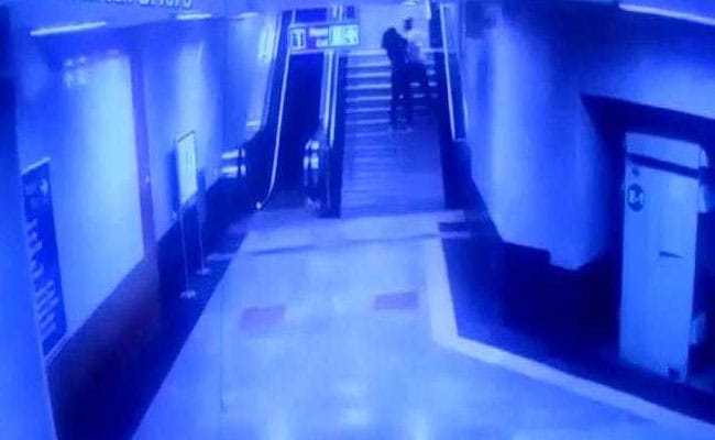 ITO मेट्रो स्टेशन पर लड़की को छेड़ने वाला युवक गिरफ्तार, CCTV से मिला था सुराग