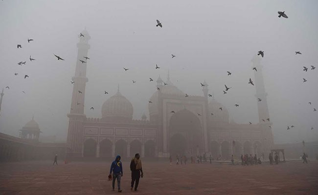 Pollution Spikes In Delhi Amid Warnings Of No Relief In Sight
