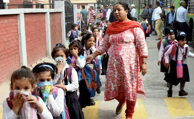 Delhi Schools To Reopen Tomorrow Despite Alarming Pollution Levels