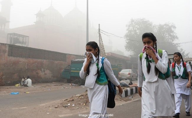 delhi smog afp, Delhi Smog, Delhi School holiday, Delhi government, delhi pollution, delhi air, delhi metro, pollution in delhi, delhi races live, delhi schools closed, news on delhi air pollution, Manish Sisodia, Arvind Kejriwal