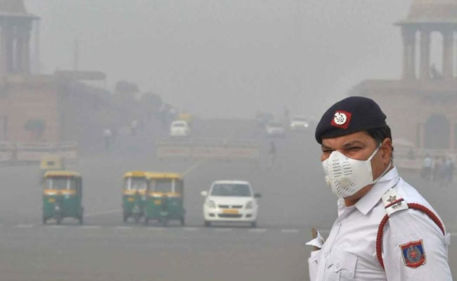 Doctors Ask Traffic Cops To Wear Pollution Masks During Duty
