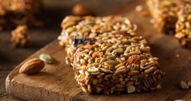 Weight Loss: This Sugar-Free Almond And Cranberry Granola Bar Is Perfect For Healthy Diet