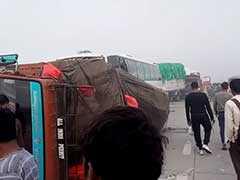 कोहरे का कहर : यमुना एक्सप्रेसवे पर आपस में टकराई 20 से अधिक गाड़ियां