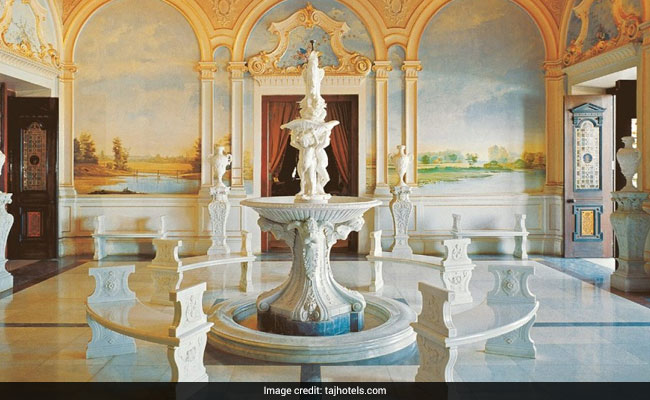 falaknuma palace hyderabad fountain web