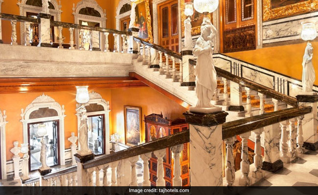 falaknuma palace hyderabad staircase web