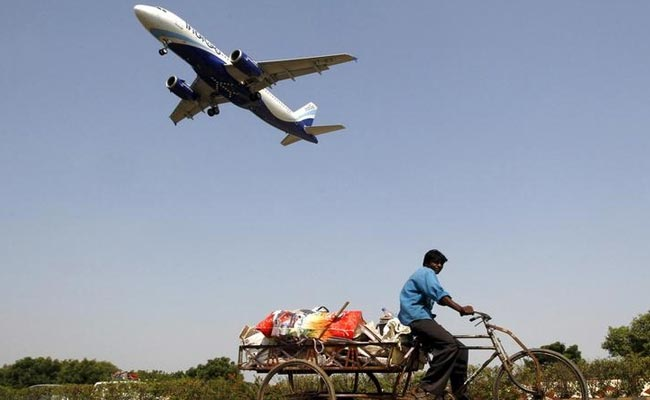 दिल्ली में गो एयर के विमान की आपात लैंडिंग