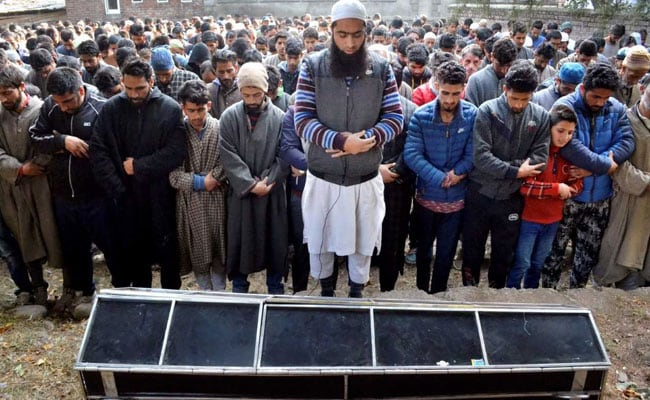 Hundreds Join Funeral Prayers of BJP Youth Wing Leader Killed By Terrorists In Shopian