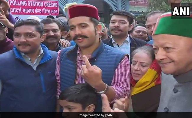 नतीजों से एक दिन पहले हिमाचल प्रदेश में सुगबुगाहट तेज, 18 दिन बाद शिमला लौटे सीएम वीरभद्र सिंह