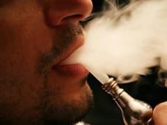फ्लाइट के टॉयलेट में सिगरेट पीता मिला शख्स, इस तरह माचिस लेकर पहुंचा विमान के अंदर