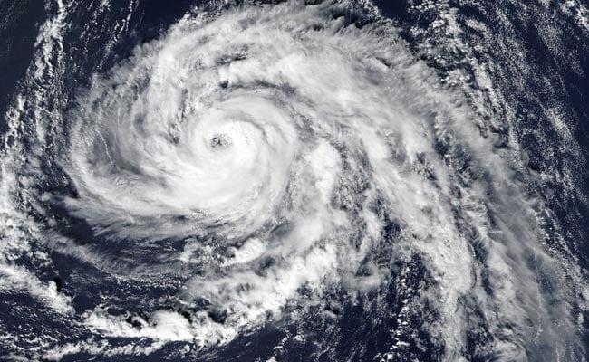 उत्तरी यूरोप में आए भीषण तूफान, दो दमकलकर्मियों सहित नौ लोगों की मौत