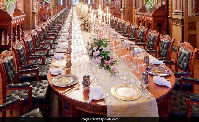 hyderabad falaknuma palace dining table web