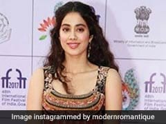IFFI 2017: Janhvi Kapoor's First Red Carpet Look After <i>Dhadak</i> Announcement