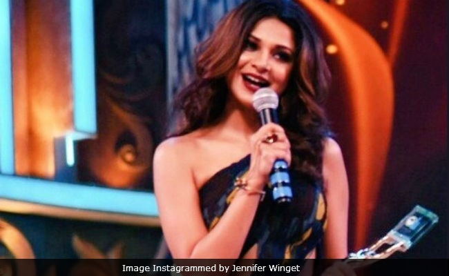 Jennifer Winget Wins The Best Actress Award, Shares Beyhadh Excitement. See Pics