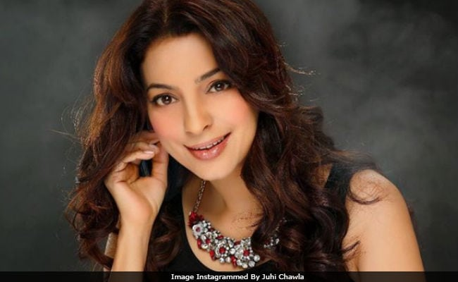 Juhi Chawla Celebrates Her 50th Birthday With Besties