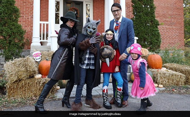 Justin Trudeau As Clark Kent Aka Superman For Halloween Is 10/10