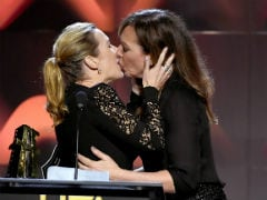 Viral: Kate Winslet And Allison Janney's Kiss At Hollywood Film Awards