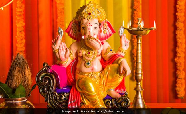 Vastu Tips: घर के मंदिर में रखें इन 8 बातों का ध्यान