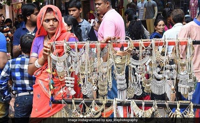 दिल्ली के 5 सबसे सस्ते मार्केट, 50 रुपये से शुरू होते हैं कपड़े