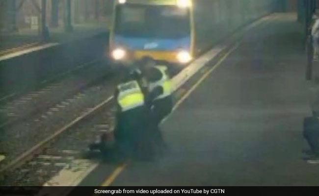 VIDEO: रेलवे ट्रैक पार कर रही थी महिला, तभी सामने आ गई ट्रेन, जानिए फिर क्या हुआ