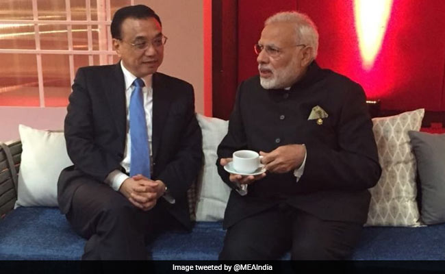 PM Modi, Chinese Premier Hold Brief Talks In Manila