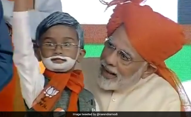 PM Modi Meets Mini Replica Of Himself At Gujarat Rally. Video Is Viral