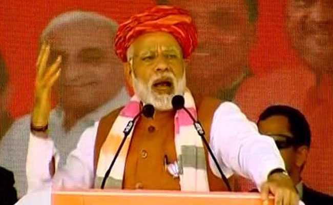 गुजरात चुनाव : पीएम नरेंद्र मोदी ने राहुल गांधी का मजाक उड़ाया, कहा- हंसूं या रोऊं?