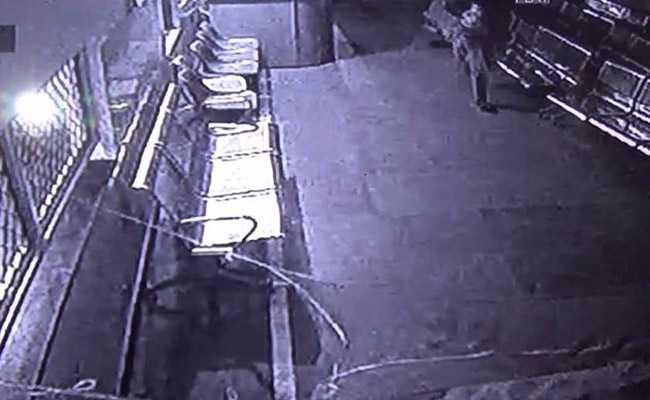 बिहार : नर्सिंग होम से तीन दिन के बच्चे को चुरा ले गया नकाबपोश, घटना सीसीटीवी कैमरे में कैद