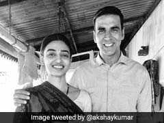 Padman First Look: राधिका आप्टे और सोनम कपूर के साथ अलग-अलग अंदाज में दिखे अक्षय कुमार