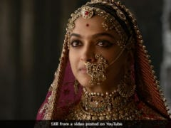 <i>Padmavati</i> Row: Alia Bhatt Tweets About 'Threats Made Without Punishment'