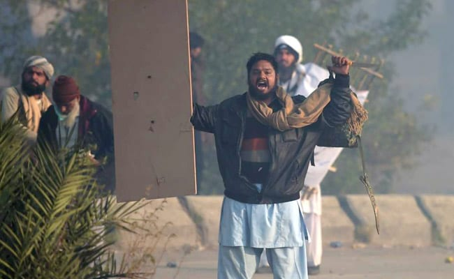 pakistan protester