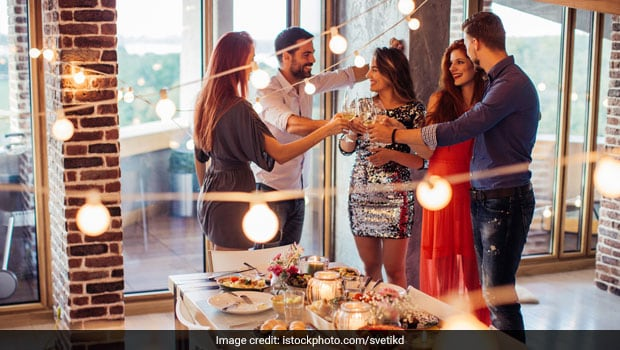 New Year 2018: 5 Expert Tips To Party On New Year's Eve Guilt Free