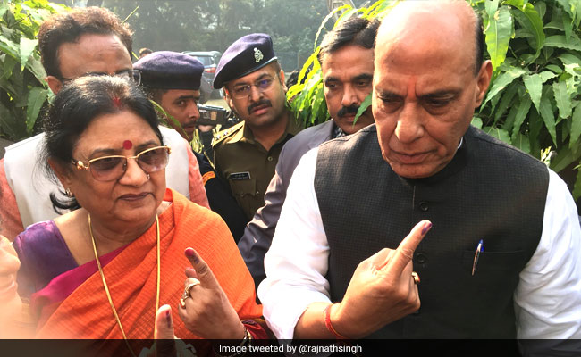UP Civil Elections 2017 Phase 2: Rajnath Singh, Dinesh Sharma Cast Votes
