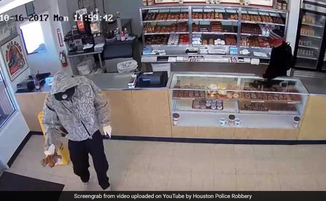 After Robbing Doughnut Shop, Thief Handed Out Treats To Customers. Watch