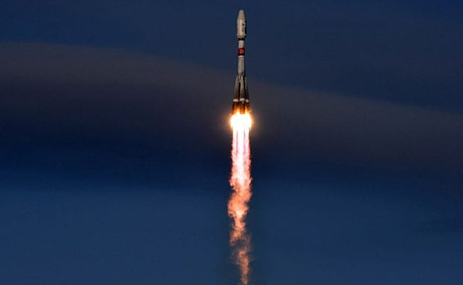 Cosmonauts from ISS return to Earth