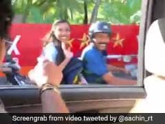वायरल : सचिन तेंदुलकर ने बाइक पर बैठी महिलाओं को कुछ इस अंदाज में कहा- हेलमेट पहनो, बनाया वीडियो