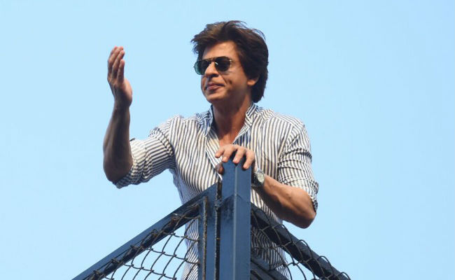 Shah Rukh Khan Returns From Alibaug, Greets Fans With Birthday-Special Salaam From Mannat