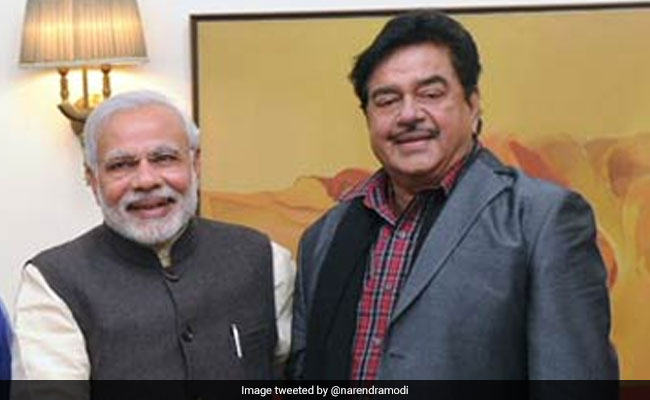'Accept Hug With Love And Grace': Shatrughan Sinha's New Dart At PM