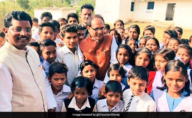 शिवराज के राज में : किसानों के नाम पर बीजेपी नेता कर रहे हैं विदेश यात्रा