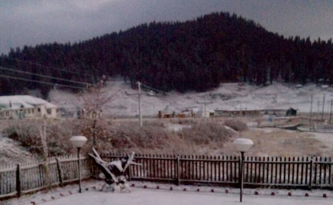 जम्मू कश्मीर के गुलमर्ग और कारगिल में पारा गिरा, बर्फबारी के बाद से बढ़ी ठंड