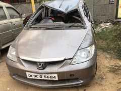 साउथ दिल्ली में कार की टक्कर से पति-पत्नी गंभीर घायल