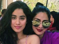 Sridevi's Daughter Jhanvi 'Knows What She's Getting Into' Because Of Mom
