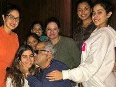 श्रीदेवी ने बेटियों और दोस्तों के साथ कुछ यूं Special मनाया पति बॉनी कपूर का Birthday