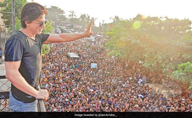 शाहरुख खान के बर्थडे सेलेब्रेशन से चोरी हो गए कइयों के मोबाइल