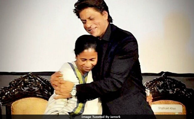 Shah Rukh Khan Rides With Mamata Banerjee In Her Santro. Twitter Is Processing This