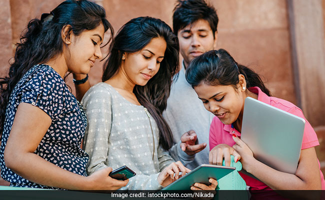 Friends' Genes May Help Friends Stay In School: Study