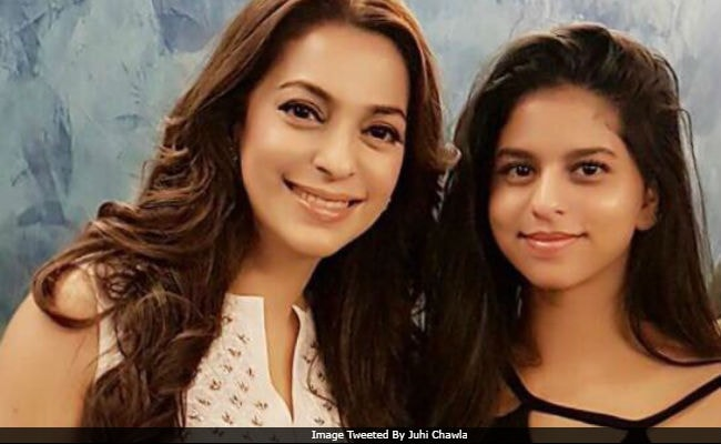 Shah Rukh Khan Says 'Sweet' To This Pic Of Daughter Suhana With Juhi Chawla