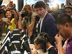 'Can I Get It To Go?' Justin Trudeau Charms Manila While Ordering Fried Chicken